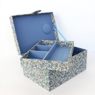 Frou-Frou Paris - Boîte à Couture Recouverte de Tissu Fleuri Bleu Ciel Intense
