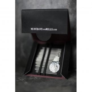 Merchant & Mills - Set 25 Aiguilles à Coudre Fines Assorties avec Enfileur