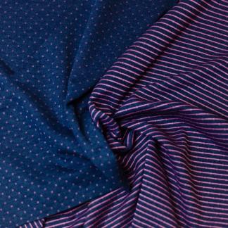 Sélection Coup de coudre - Tissu Jersey Molletonné Matelassé Double Face à Etoiles et Rayures Roses sur le Fond Bleu Maine