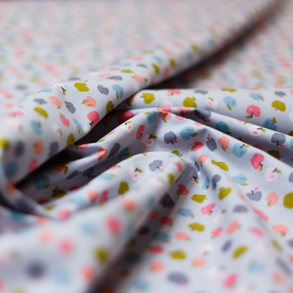"""Poppy - Tissu Popeline de Coton Imprimé Pommes """"Sweet Apples"""" sur le Fond Gris"""