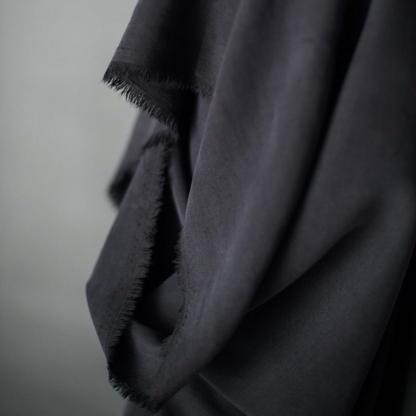 Merchant & Mills - Tissu Twill de Lyocell Uni Couleur Noir