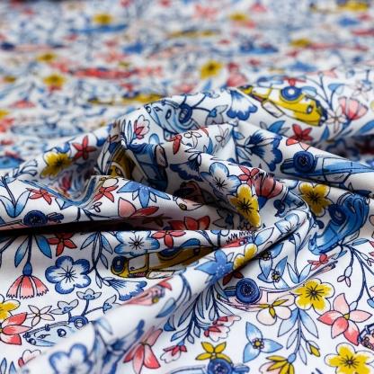 """Poppy - Tissu Popeline de Coton Imprimé Fleurs et Voitures """"Ruta De Las Flores"""" sur le Fond Blanc"""