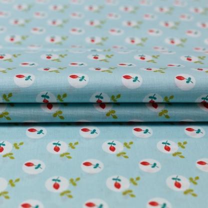 """Poppy - Tissu Popeline de Coton Imprimé Fleurs """"Eglantine"""" sur le Fond Bleu Clair"""