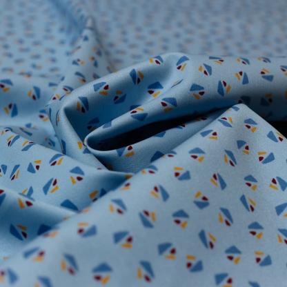 Sélection Coup de coudre - Tissu Satin de Coton Imprimé Motif Triangles sur le Fond Bleu Clair