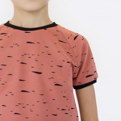 """See You at Six - Tissu Jersey Sweat Léger de Coton Imprimé Gribouillis """"Scribble Cloud"""" sur le Fond Rouge Désert"""