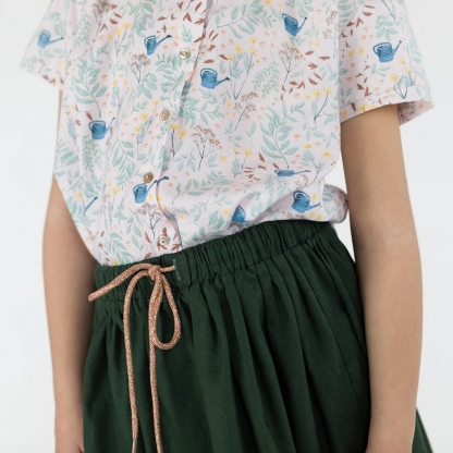 """See You at Six - Tissu Sergé Gabardine de Coton Imprimé Fleurs """"Flower Garden"""" sur le Fond Rose"""