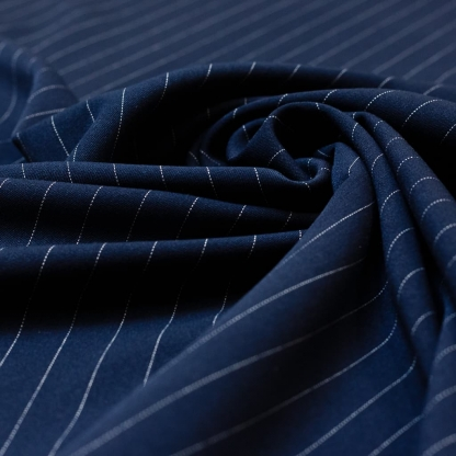 Sélection Coup de coudre - Tissu Gabardine de Viscose Stretch à Rayures Tennis sur le Fond Bleu Marine