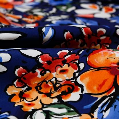 Sélection Coup de coudre - Tissu Satin de Coton Imprimé Gros Fleurs sur le Fond Bleu Marine