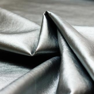 Sélection Coup de coudre - Tissu Similicuir Souple Métallisé Uni Couleur Gris Argenté