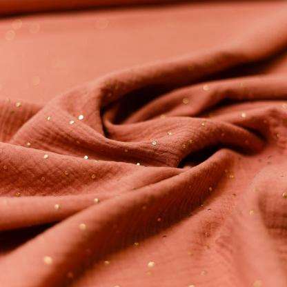 Sélection Coup de coudre - Tissu Double Gaze de Coton à Pois Dorés sur le Fond Marsala