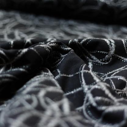Sélection Coup de coudre - Tissu Drap de Laine Brodé Fil Lurex sur le Fond Noir