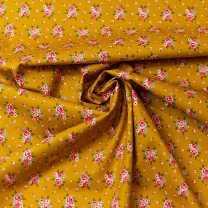 "Poppy - Tissu Popeline de Coton Imprimé Fleurs ""Delightful Roses"" sur le Fond Ocre"