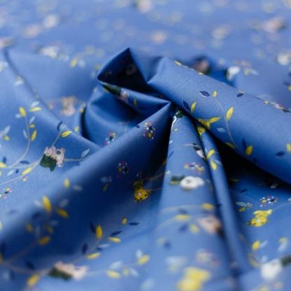 "Poppy - Tissu Popeline de Coton Imprimé Koala ""Koala Wood"" sur le Fond Bleu Roi"