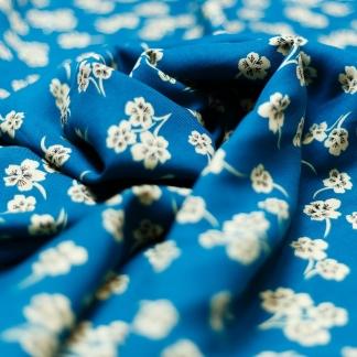 Sélection Coup de coudre - Tissu Twill de Viscose Imprimé Fleurs sur le Fond Bleu Turquoise