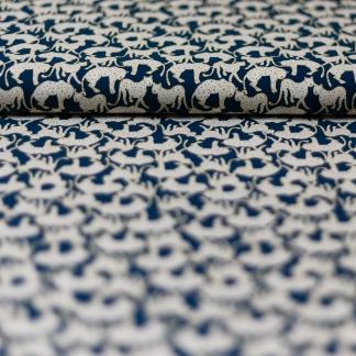 La Maison Victor - Tissu Twill de Viscose Imprimé Guépard sur le Fond Bleu Canard