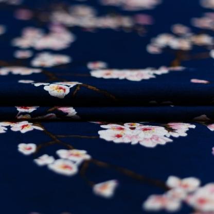 """Sélection Coup de coudre - Tissu Jersey de Modal Imprimé """"Blossom"""" sur le Fond Bleu Foncé"""