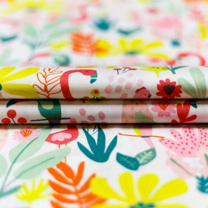 """Poppy - Tissu Popeline de Coton Imprimé Flamants Roses """"Tropical"""" sur le Fond Blanc"""