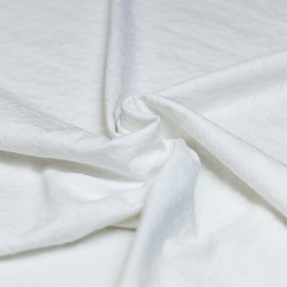 Sélection Coup de coudre - Tissu Satin de Coton Broderie Petits Fleurs Lisière Festonnée Uni Couleur Blanc