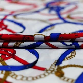 Sélection Coup de coudre - Tissu Popeline de Viscose Imprimé Foulard Ceintures et Chaines sur le Fond Blanc