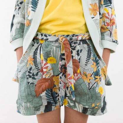 See You at Six - Tissu Jersey Sweat Léger de Coton Imprimé Fleurs « Tropic Flowers » sur le Fond Bleu Craie
