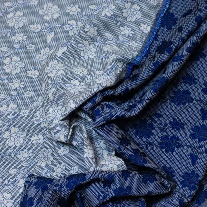 Sélection Coup de coudre - Tissu Jacquard de Coton Mélangé Double Face à Motif Fleurs sur le Fond Bleu