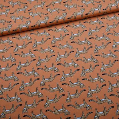 Eva Mouton - Tissu Popeline de Coton Bio Imprime Imprimé Guépards sur le Fond Orange