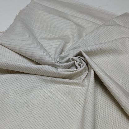 Sélection Coup de coudre - Tissu Popeline de Coton à Rayures Fines Gris et Blanc Cassé Tissé Teint