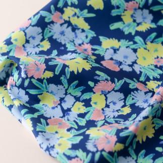"""Lise Tailor - Tissu Lycra Imprimé Fleurs """"Blue Garden"""" sur le Fond Bleu"""