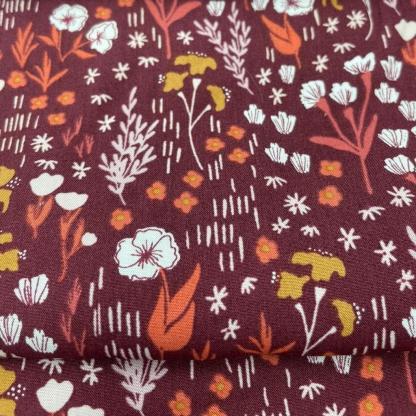 "Cotton+Steel Fabrics - Tissu Popeline de Viscose Imprimé Fleurs de Champs ""Dear Isla"" sur le Fond Bordeaux"